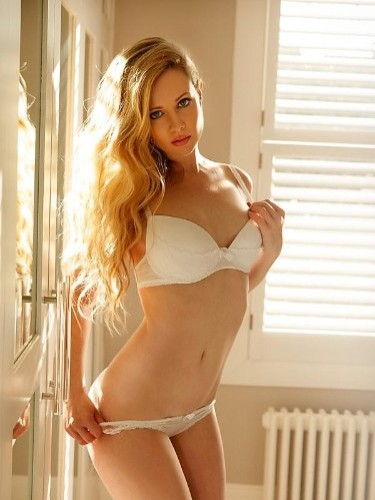 Escort Girl Carly in Amsterdam - Photo: 1